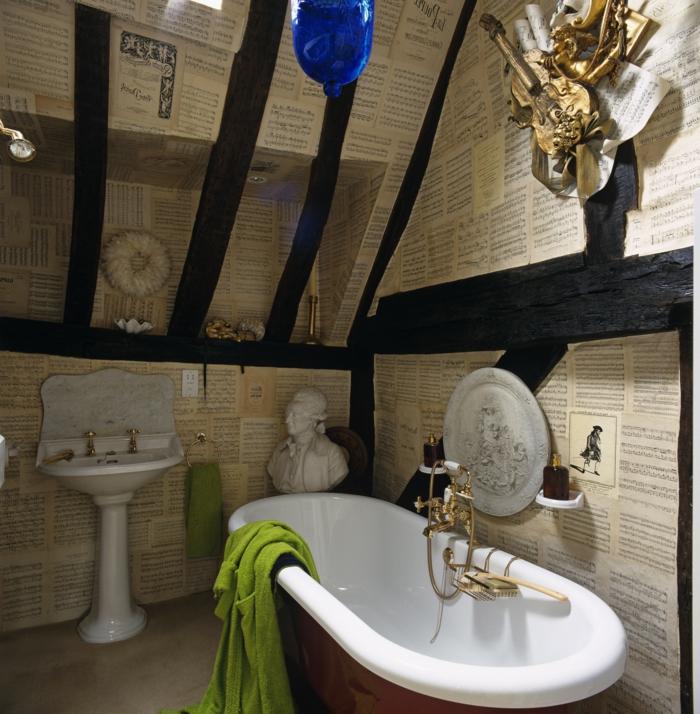 cuartos de baño, idea extravagante, paredes tapizadas, vigas de madera negras, decoracion vanguardista, muebles vintage