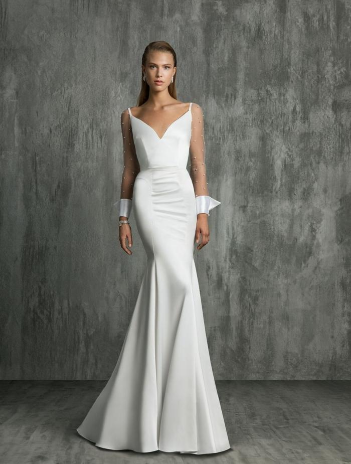 vestidos de novia sencillos, vestido blanco elegante de corte sirena con escote en v y correas finas, mangas largas de tela transparente y ornamentos blancos