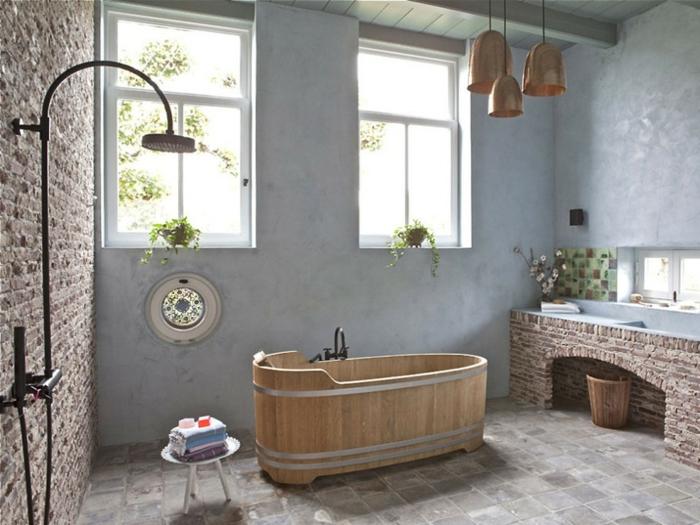 ejemplos de baños rusticos con toque moderno, bañera de madera exenta de madera, paredes pintadas en azul claro, elementos de ladrillos y piedra
