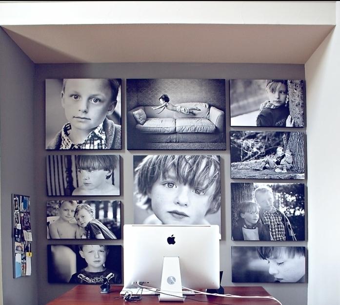 decorar con fotos, preciosa idea con pared decorada de fotos de niños en blanco y negro sin marcos, escritorio de madera y ordenador