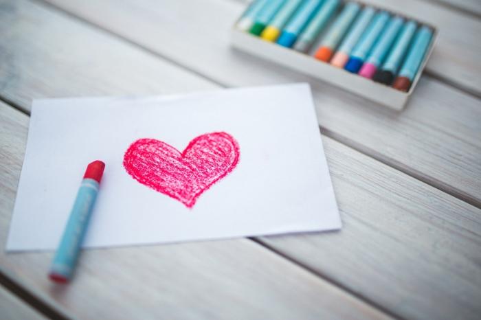 ideas de tarjetas hechas a mano para el dia de san valentin, sorprender a tu pareja con una tarjeta DIY con dibujo corazon