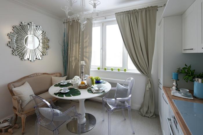 cortinas modernas, interior moderno, comedor con muebles en diseño vintage, espejo vintage en plateado, lámpara de araña original
