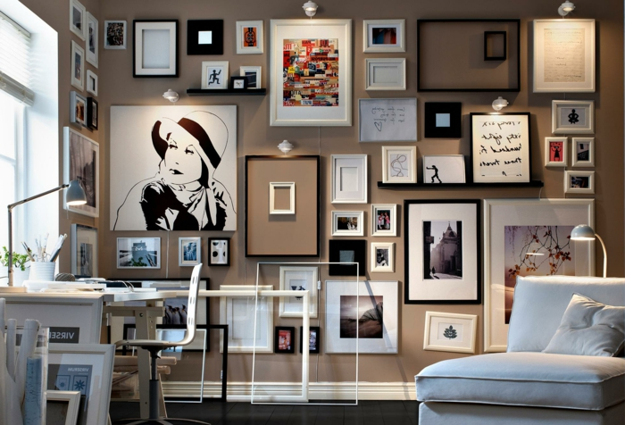 decorar con fotos, idea original para decorar el salón, pared pintada en beige con muchas fotografías de diferente tamaño