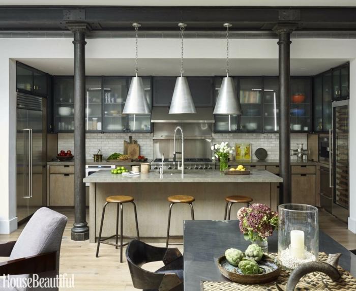 ejemplos de cocinas comedor modernas y funcionales, grande barra con lámparas vintage, diseño de cocinas decoradas en estilo industrial