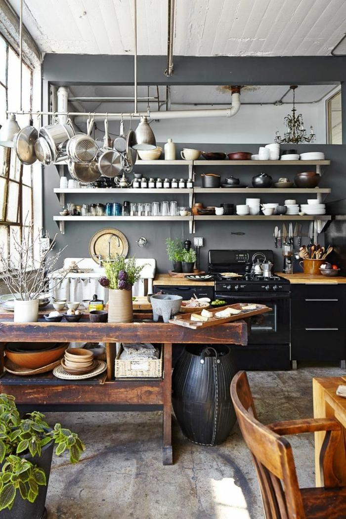 cocina con comedor en estilo rústico, muebles de cocina vintage de madera, ideas originales para la cocina, decoración de plantas verdes