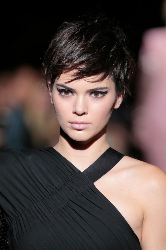 peinados pelo corto, pelo corto con largo flequillo peinado a un lado en la frente, ideas de cortes de pelo modernos 2018