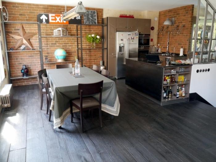 espacio moderno con decoración original vintage, comedor clásico, muebles de cocina funcionales, ideas de cocinas en estilo industrial