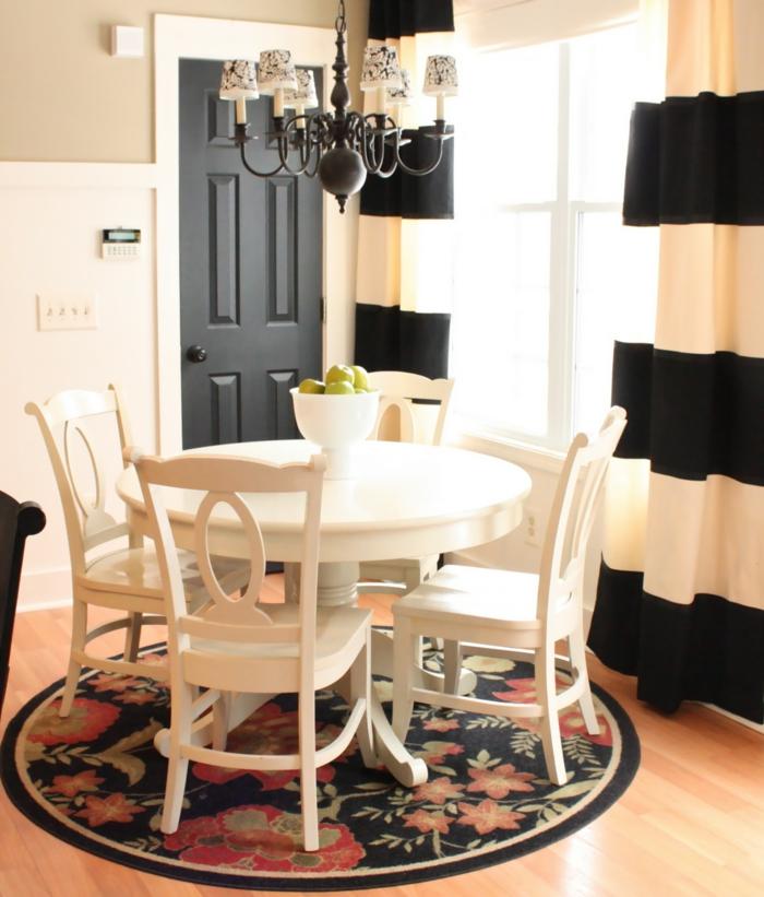 cortinas modernas, comedor sofisticado con cortinas originales en dos colores, lámpara de araña atractiva