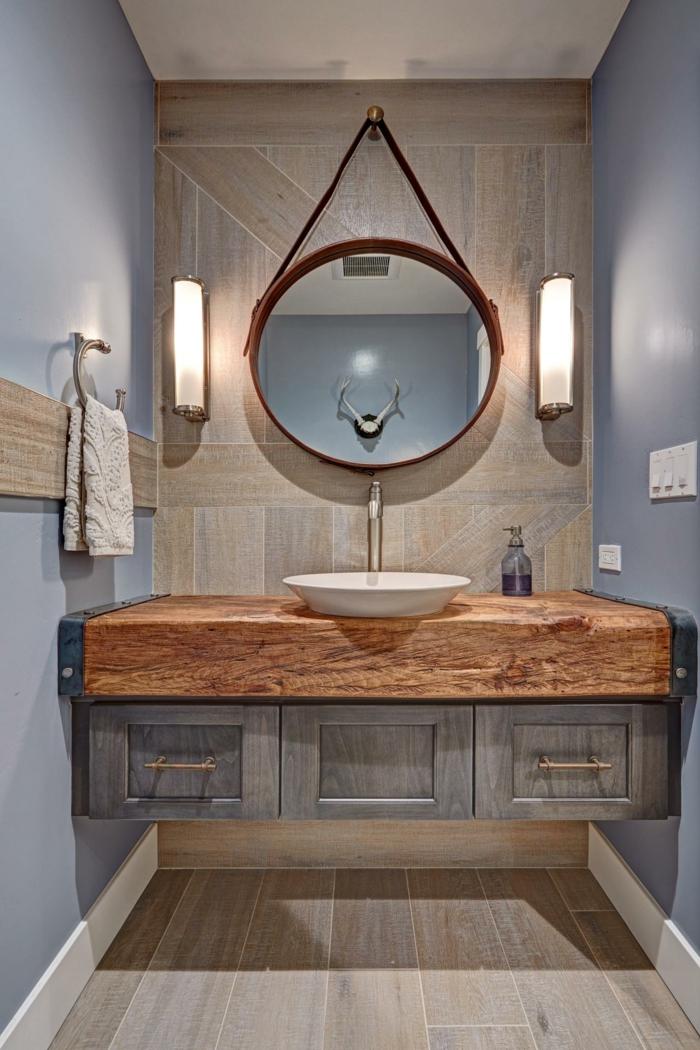 espejos que encajan a la decoración de baños rústicos, espejo oval colgante, interior en tonos claros y pasteles