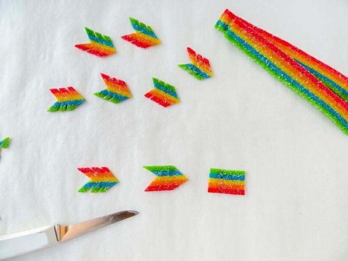 como hacer unas flechas de cupido paso a paso, regalos originales para novios con tutoriales, caramelos azucarados coloridos