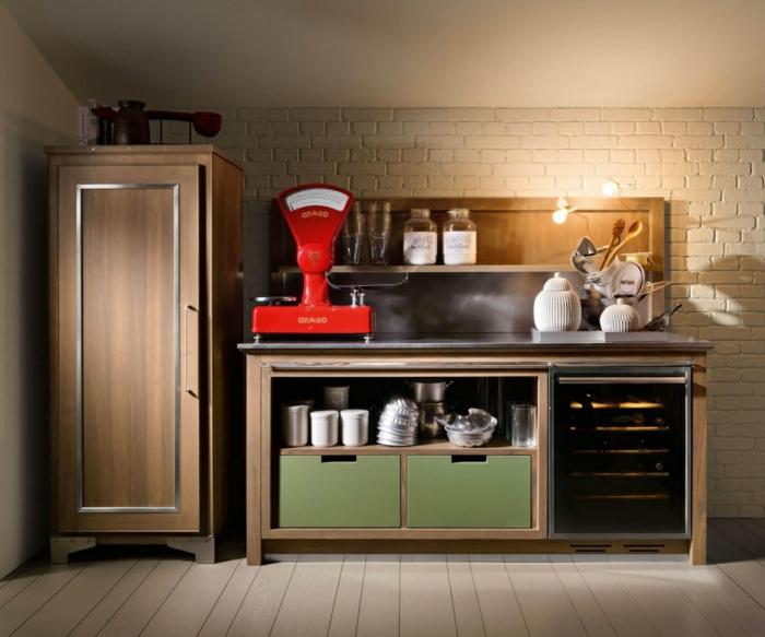espacio industrial con toque vintage, muebles de cocina viejos y funcionales, paredes con ladrillos en blanco y suelo de madera