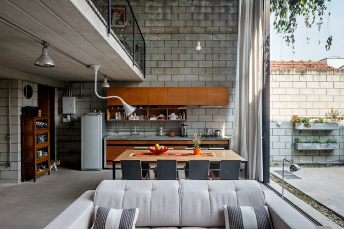 preciosa cocina con vista, piso dúplex amueblado de manera moderna con elementos en estilo industrial, ideas para cocinas baratas
