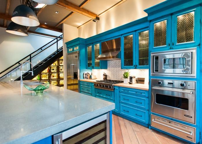 ideas para renovar tu vieja cocina, cocinas baratas en estilo industrial, almacenas en color turquesa, lámparas empotradas
