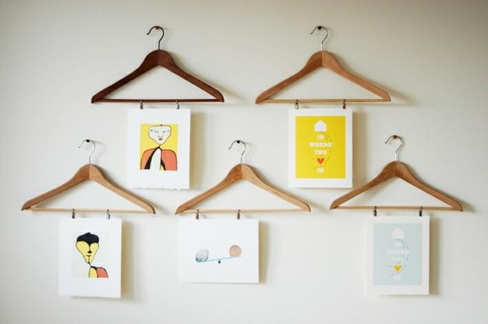 decorar con fotos, idea atractiva para colgar cuadros o pinturas, dibujos infantiles colgados DIY, perchas de madera
