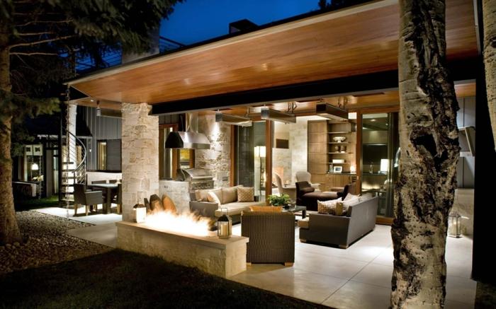 estupenda idea de terraza de verano, decoracion terrazas en colores terrosos, chimenea moderna y lámparas empotradas