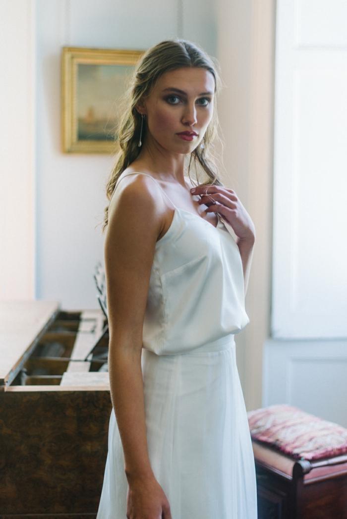 vestidos de novia, preciosos vestido de dos piezas, falda de cintura alta y parte superior de satén, propuesta con aire romántico