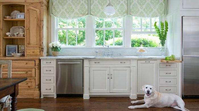 ikea cortinas, cortinas decorativas, ornamentos en verde suave en fondo blanco, muebles y suelo de madera