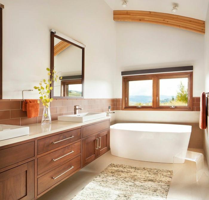 baño espacioso decorado en tonos claros con muebles de madera, toque rústico y bañera moderna, vigas de madera para baños rústicos