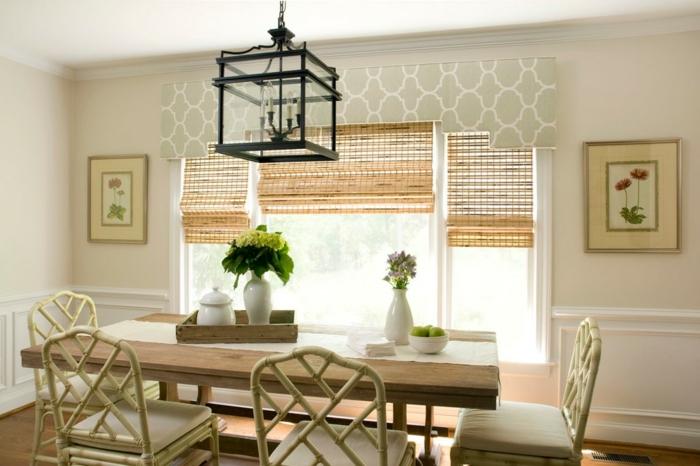 ikea cortinas, comedor provenzal en colores claros, sillas en ocre, mesa de madera, cortinas de bambú