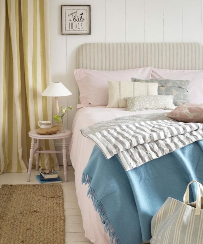 dormitorio de encanto decorado en colores pastel, cobijas en rosado y azul, cuadros ikea para decorar habitaciones