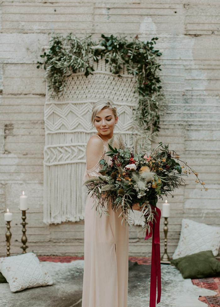 vestidos novia baratos, vestido de aire romántico en color rosado con hombros descubiertos, propuesta romántica para tu día más especial