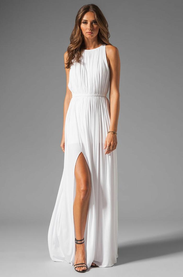 vestidos novia baratos, vestido de corte sencillo con grande hendidura y escote halter, tela blanca en volantes