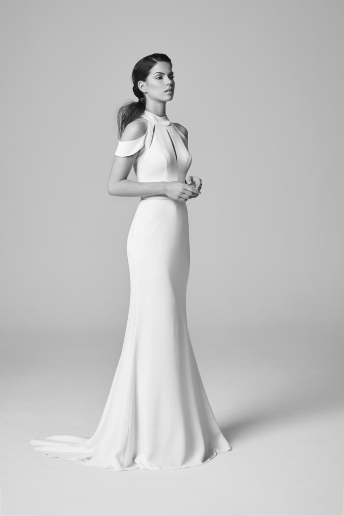 vestidos novia baratos, elegante vestido de corte sirena con mangas sueltas y escote en lagrima, pelo recogido en coleta a un lado