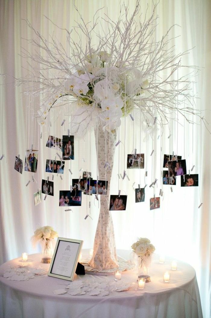 marcos de fotos originales, idea original para decorar la mesa de los novios en una boda, mesa decorada en blanco con muchas fotos colgantes