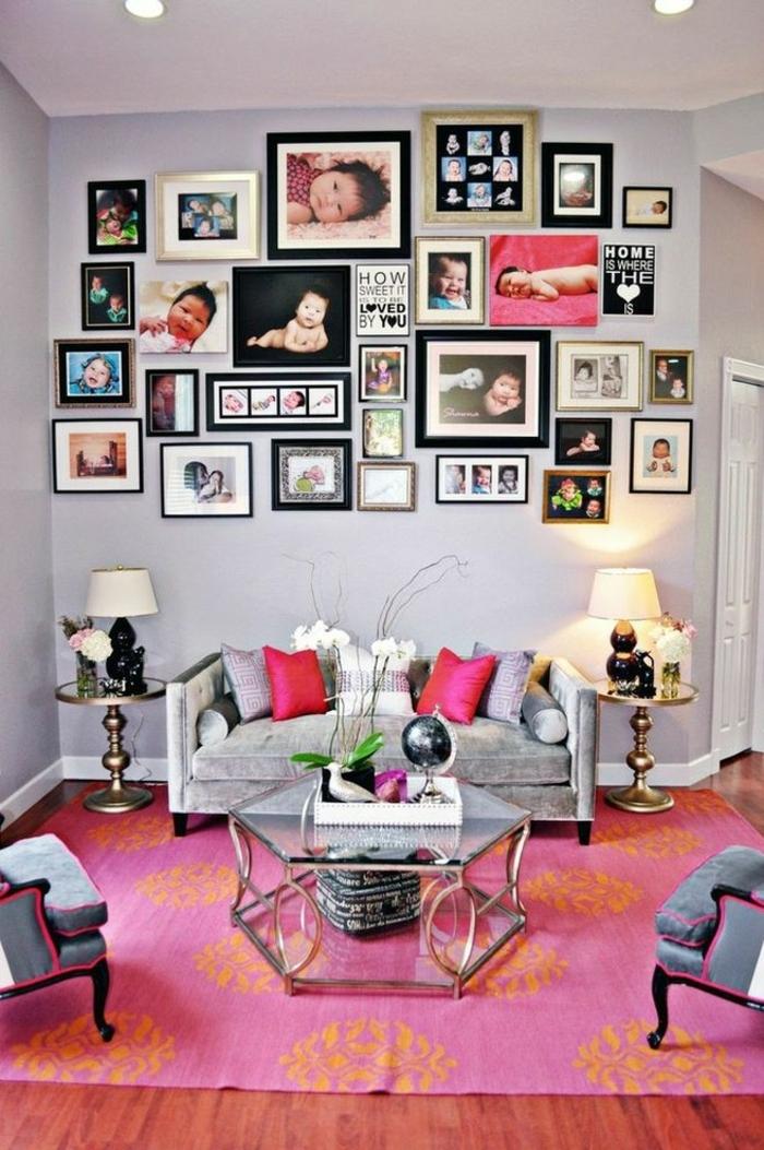 marcos de fotos originales, pared cubierta de fotos de bebe de diferente tamaño y color, salón colorido con detalles en color fuscia