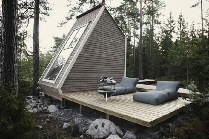 casas moviles, interesante ocurrencia arquitectónica, grande plataforma de madera con espacio para descansar, casa con techo inclinado