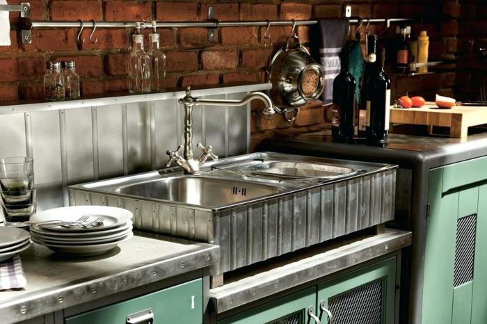 nuevo estilo para la cocina, paredes con ladrillos y muebles funcionales, armarios pintados en color verde claro