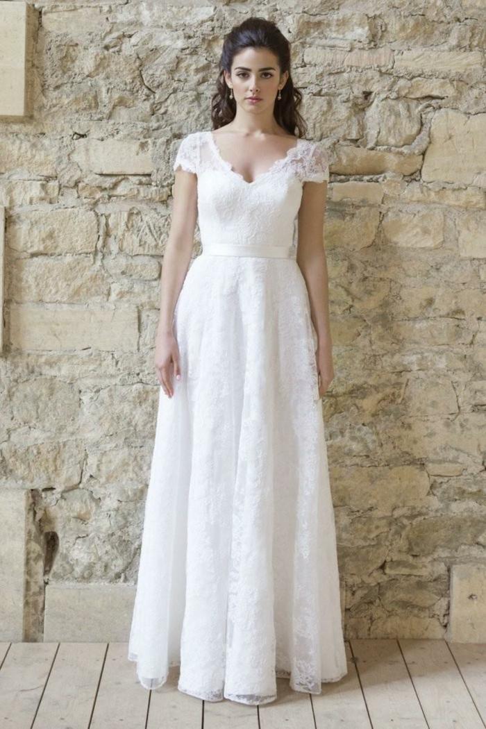 vestidos novia baratos, vestido de corte princesa con mangas cortas y escote en v, pelo rizado semirecogido