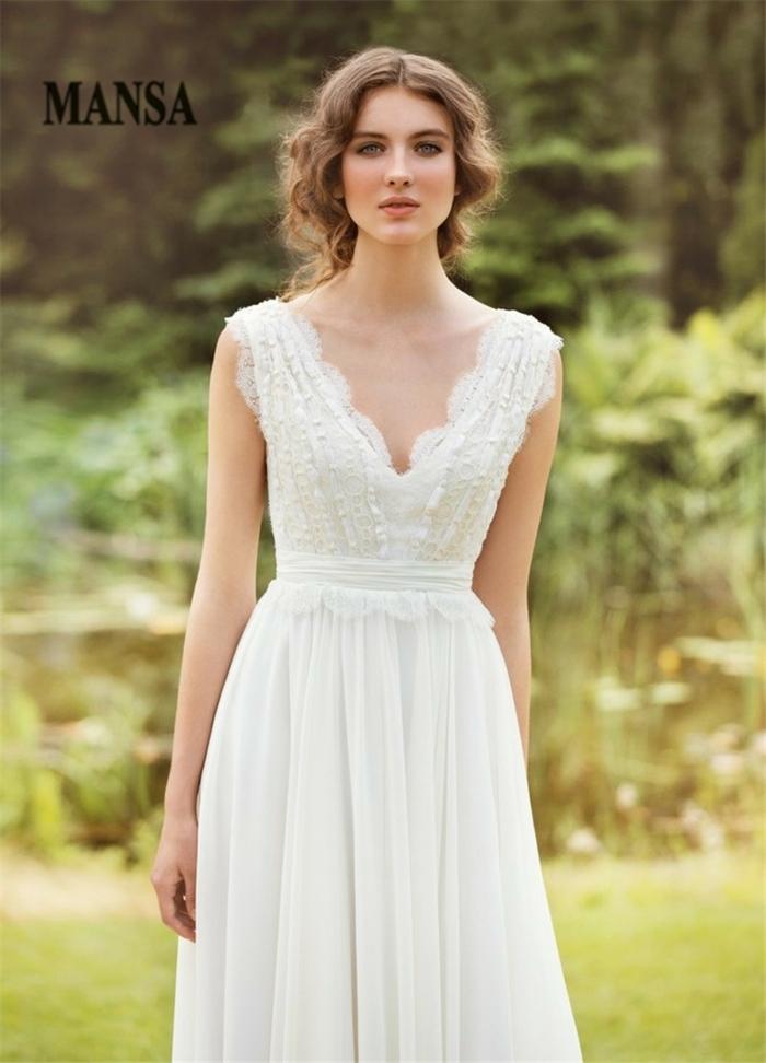 vestidos de novia 2017, vestido en estilo bohemio, vestido en color champán con aire romántico, pelo rizado recogido