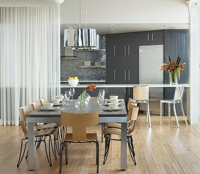 ikea cortinas, cocina y comedor modernos separados de visillo en blanco, cocina decorada en gris con suelo de parquet