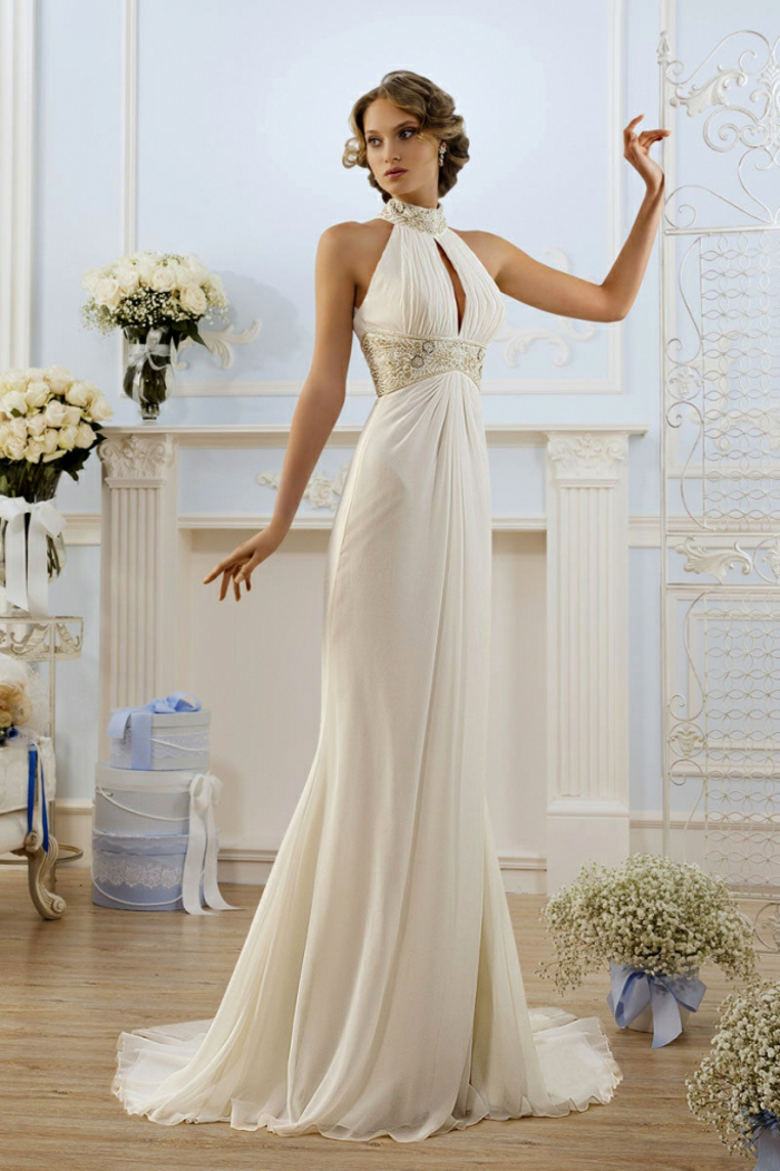 vestidos boda civil, propuesta elegante con ornamentos en la cintura y el cuello, escote halter y falda muy larga