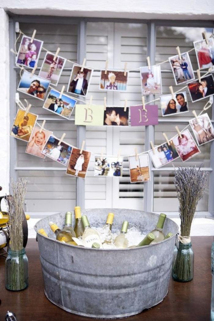 ideas para fotos, idea atractiva para decorar la casa para una fiesta, guirnaldas con fotos en colores, caja de metal con botellas de vino