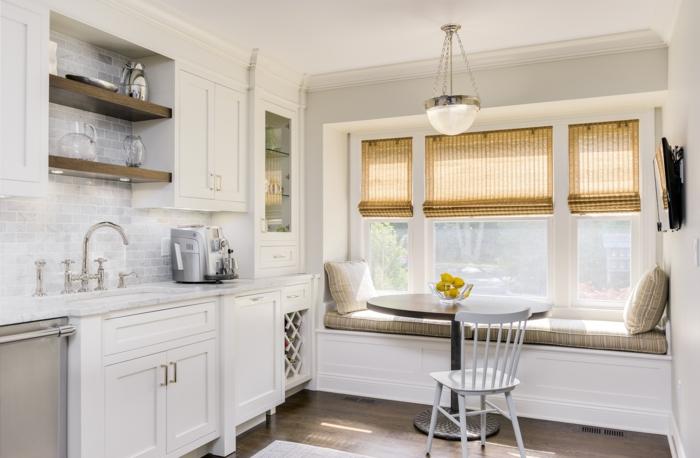 cortinas baratas, cortina con comedor en blanco, estores de bambú, muebles de madera pintados en blanco