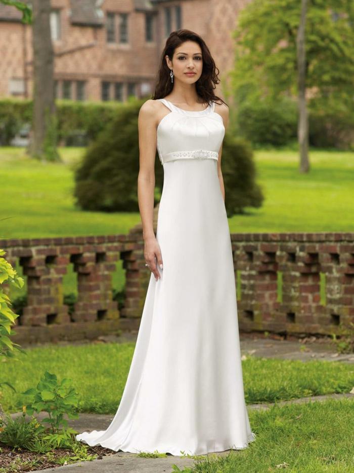 vestidos bonitos, vestido bonito en color champán de corte imperio, ornamento en la cintura, pelo suelto ondulado