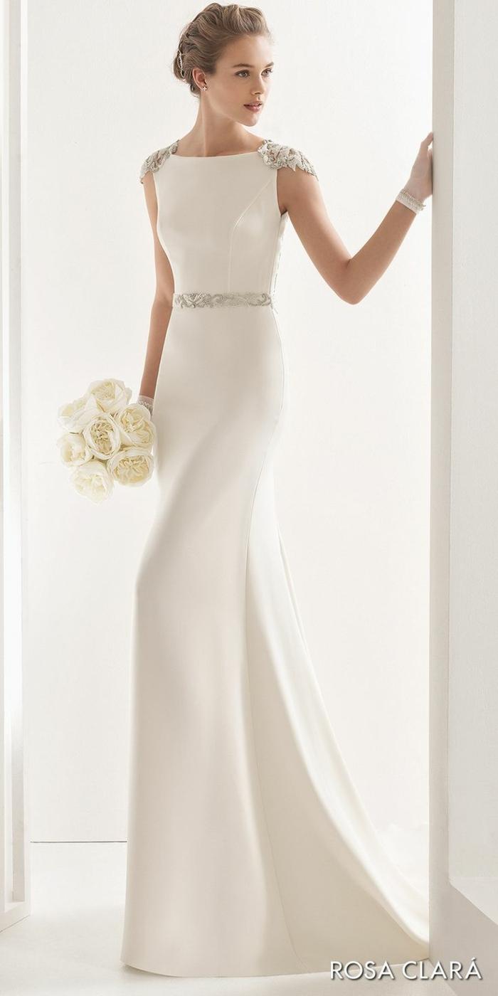 vestidos bonitos, vestido elegante y moderno de corte sirena que adelgaza el silueta, pelo recogido en precioso moño