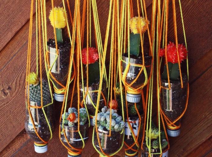 macetas colgantes en hilo en amarillo y color naranja, manualidades con botellas de plastico