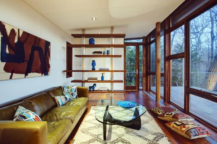 mini casas sobre ruedas, interior en estilo contemporáneo de una vivienda mínima con grandes ventanales