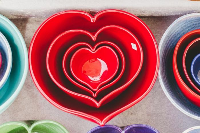 recipientes de porcelana en forma de corazón de diferente tamaño tipo matrioshki, regalo sorpresa para tu ser querido