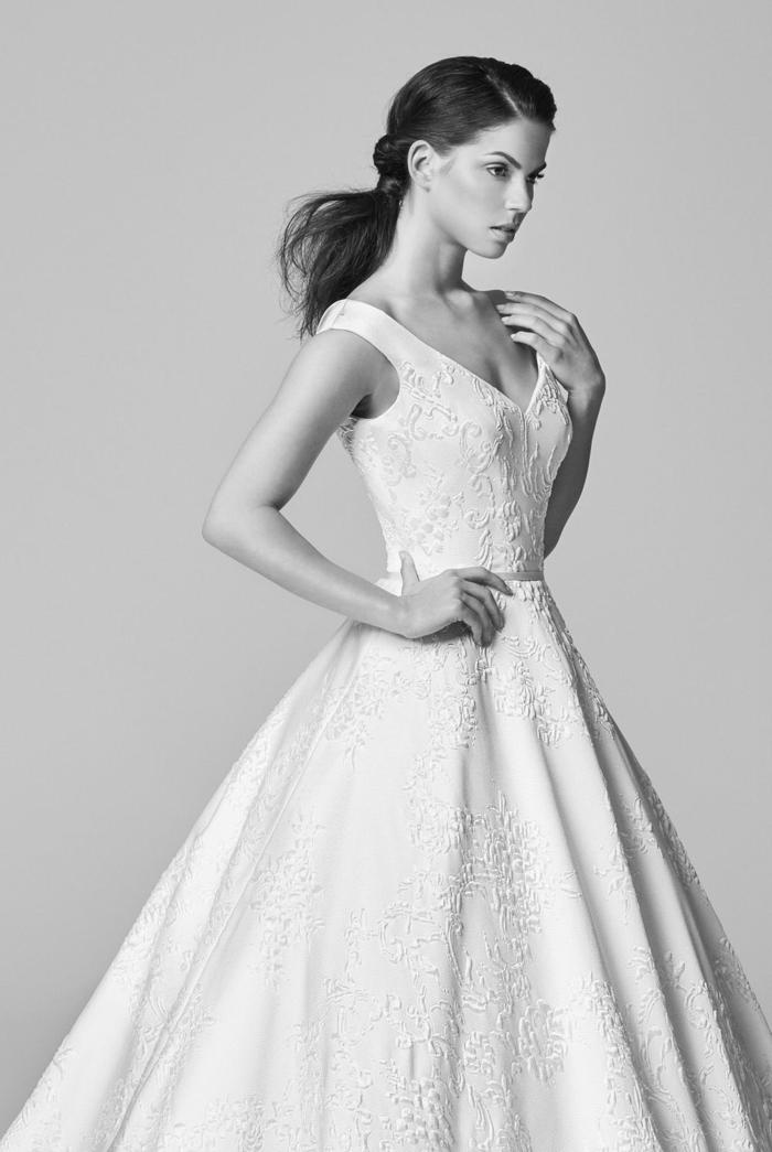 vestidos boda civil, vestido blanco de corte fiesta, pelo en coleta original, ideas de vestidos de silueta simple
