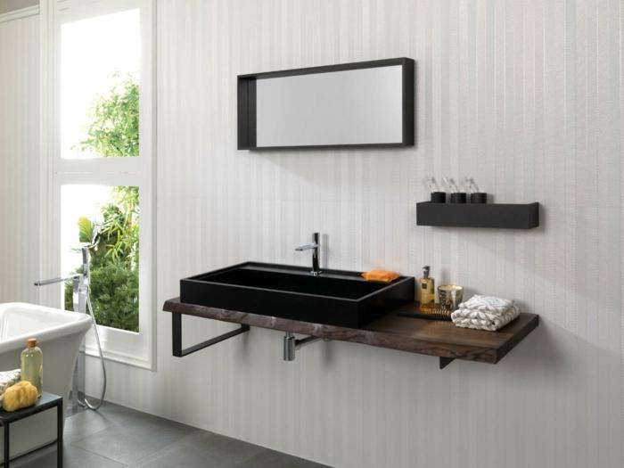 muebles baño, espacio pequeño, decoración moderna, lavabo negro, encimera de madera, bañera y ventana grande
