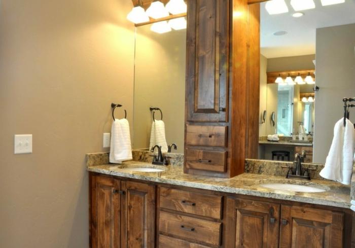 baño acogedor, azulejos para baños para el suelo, armario de madera con encimera de mármol y muchas lámparas