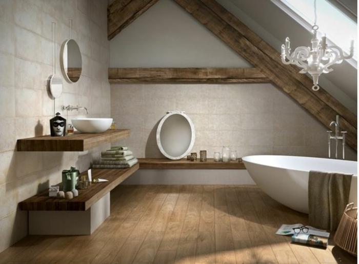 cuarto de baño con decoracion rustica, ambiente abuhardillado, suelo de madera y paredes con vigas de madera, bañera exenta oval