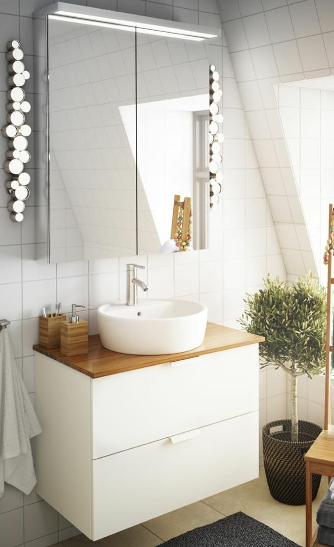 mueble baño, baño pequeño decoración moderna, mueble de lavabo de plástico con cajones, encimera de madera, armario con espejo, árbol decorativo, ventana