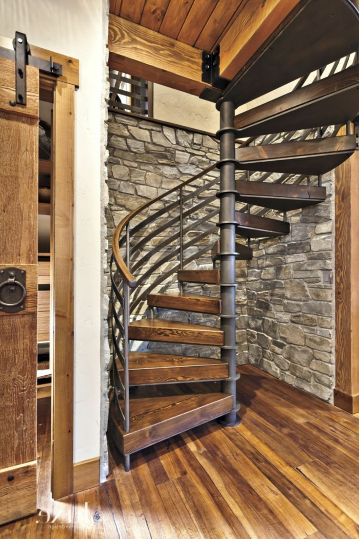 1001 ideas de originales escaleras de caracol con mucho - Pared de madera interior ...