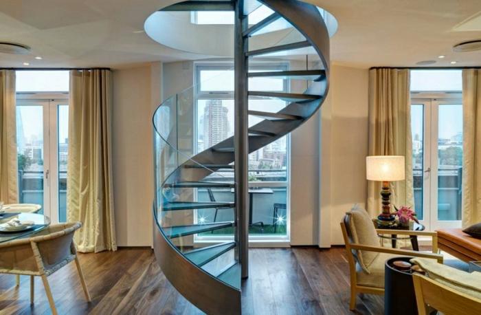 escaleras modernas, piso con ventanales y terraza, salón comedor, escalera de metal con barandilla de vidrio, cortinas masivas