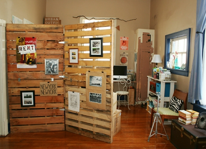biombos barratos, biombos de madera hechos de palets, ideas para hacer en casa, separadores decorados de cuadros decorativos